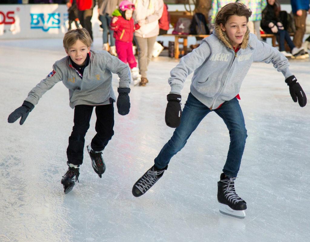 2 patineurs sur glace