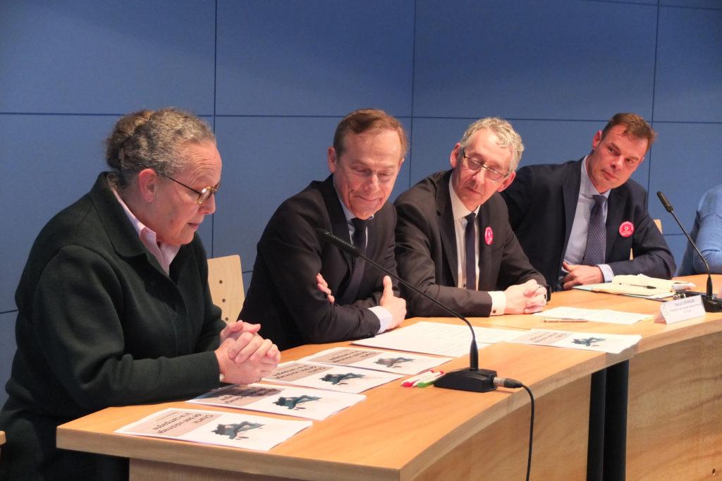 signature de la charte de bon voisinage à la chambre d'agriculture de l'Eure en présence des présidents du Département et de la chambre d'agriculture