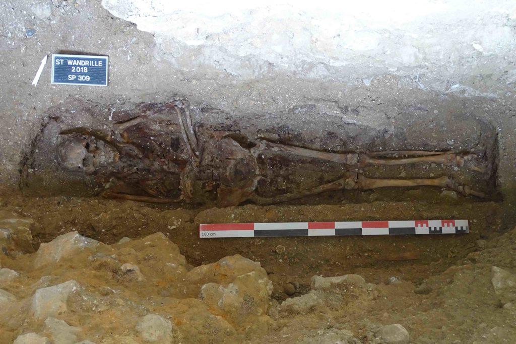 restes de moines de l'abbaye de saint-wandrille en seine-maritime