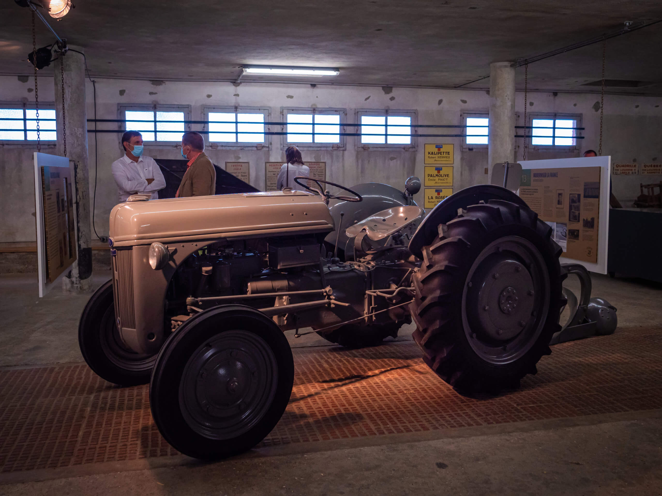 le vieux tracteur illustre lexposition