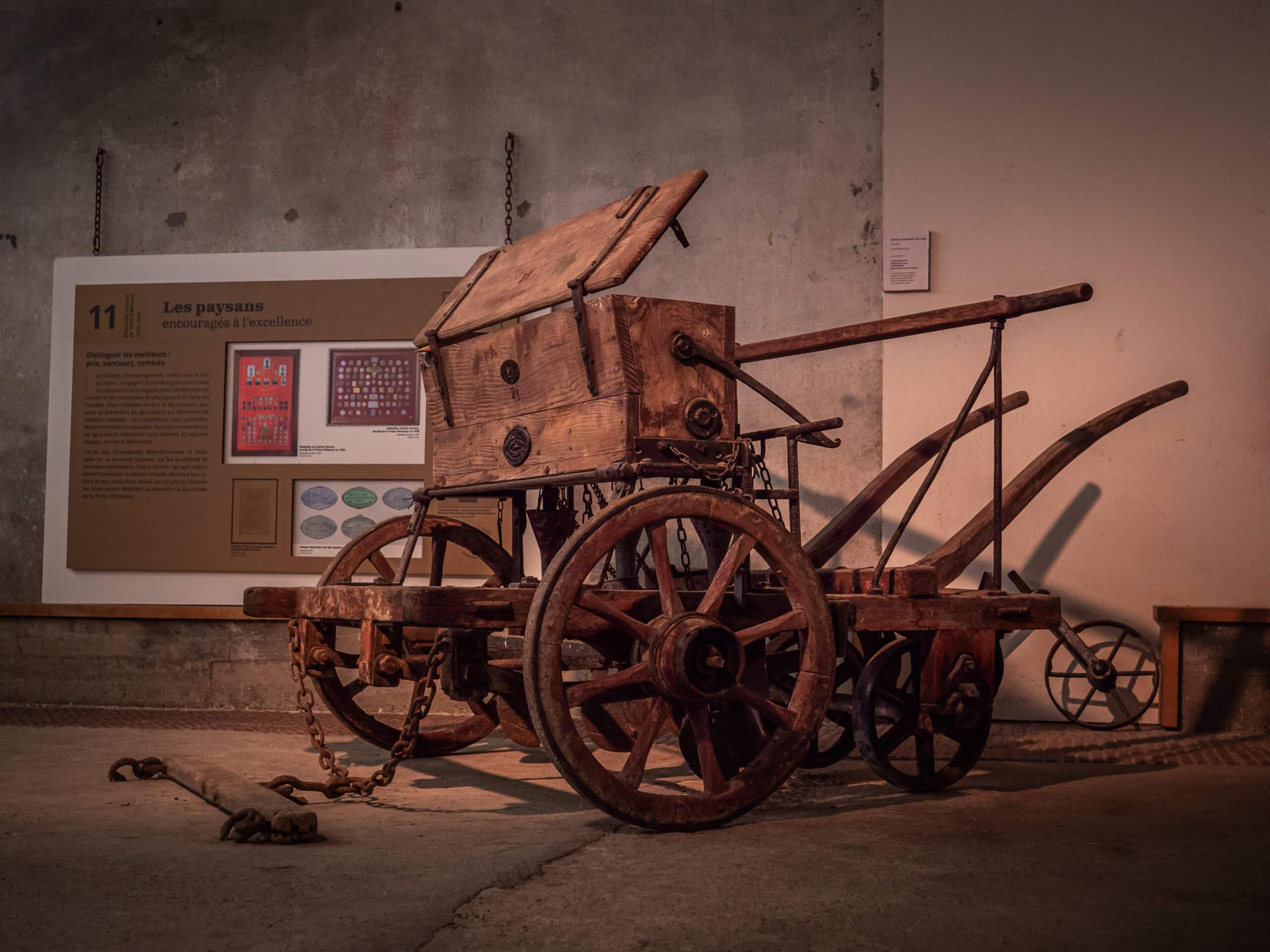 une vieille machine agricole
