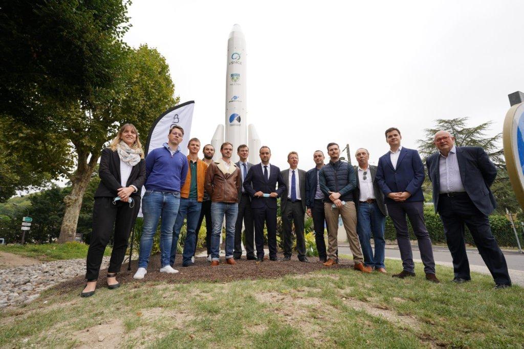 inauguration de la fusée installée sur le rond-point de vernonnet à Vernon